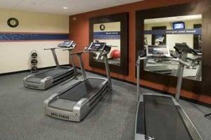Hampton_Inn_and_Suites_Rochester_fitnesscenter